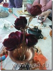 Букетик роз из шелухи красного лука
