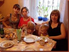 мои одноклассницы слева направо: Ира, Юля (с Аленой), Ксюша  (с Настей)...